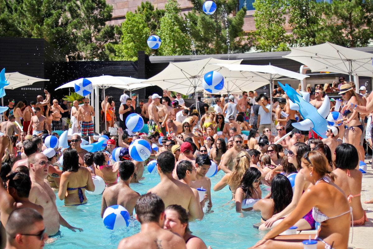 rsz_1bare_pool_party