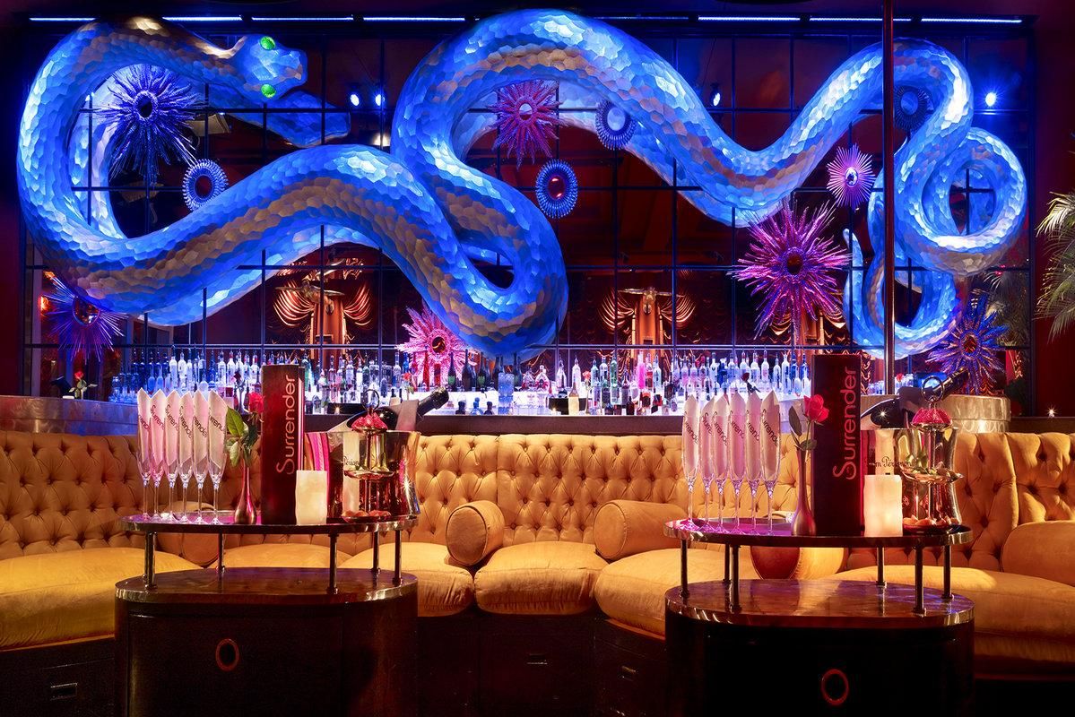the leading las vegas party bus company turnt up tours surrender nightclub rsz surrender nighhtclub